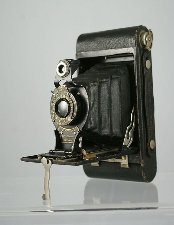 682px-Kodak-Brownie-2-Autographic.jpg